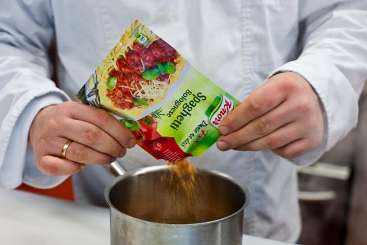 Bolognai sült tészta elkészítés 3. lépés képe