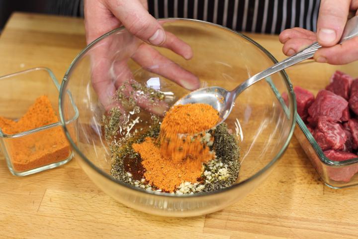 Mustáros bélszínnyárs zöldségekkel elkészítés 1. lépés képe