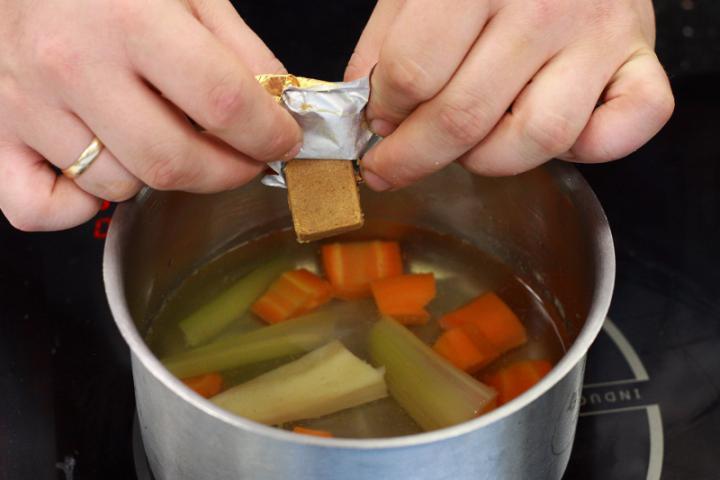 Paradicsom krémleves tésztával elkészítés 2. lépés képe