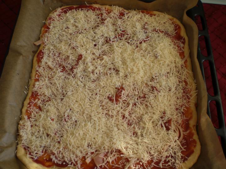 Napraforgó pizza elkészítés 2. lépés képe