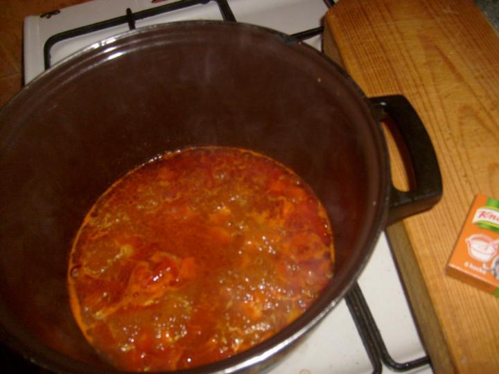 Vega gulyásleves tésztával elkészítés 1. lépés képe
