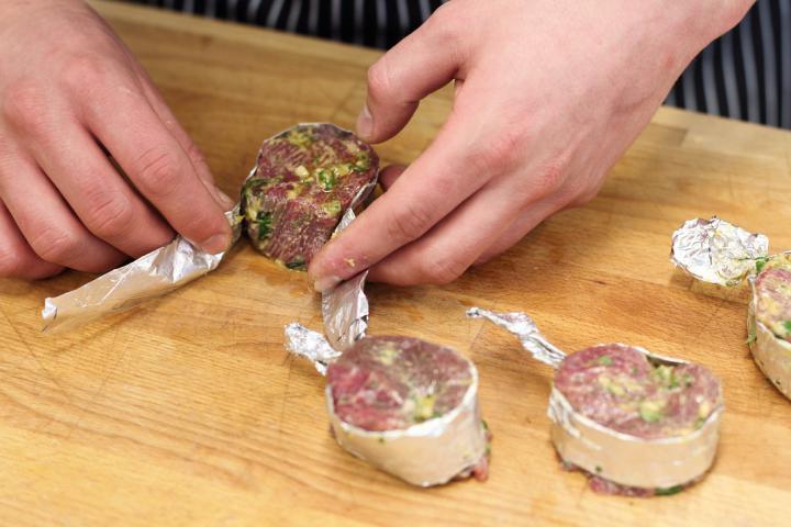 Zöldfűszeres-citromos bélszín steak elkészítés 3. lépés képe