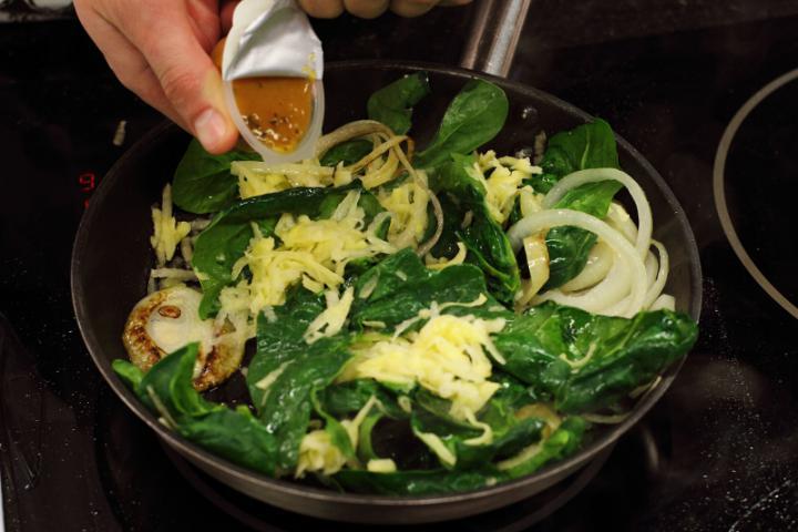 Spenótos, fenyőmagos tortilla elkészítés 2. lépés képe