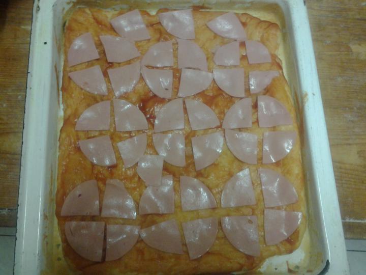 Pizza otthon könnyedén elkészítés 9. lépés képe