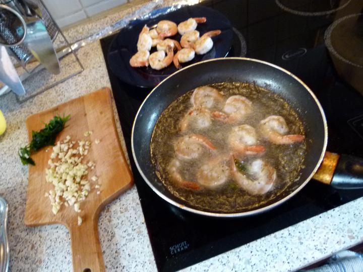 Ruccolás tigrisrák saláta elkészítés 1. lépés képe