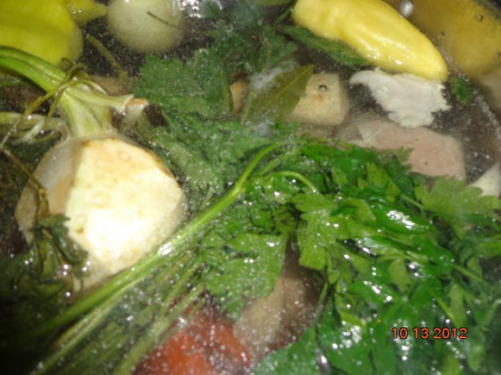 Háromhúsos leves házi májgombóccal elkészítés 1. lépés képe