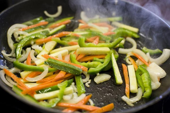 Marhahús gyömbérrel és zöldségekkel elkészítés 4. lépés képe