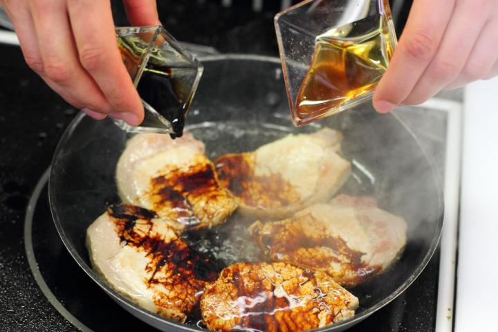 Kínai tésztaleves disznóhússal és pak csojjal elkészítés 4. lépés képe