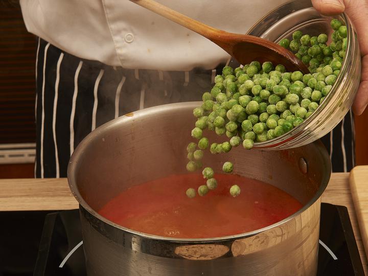 Magyaros zöldborsó leves elkészítés 4. lépés képe