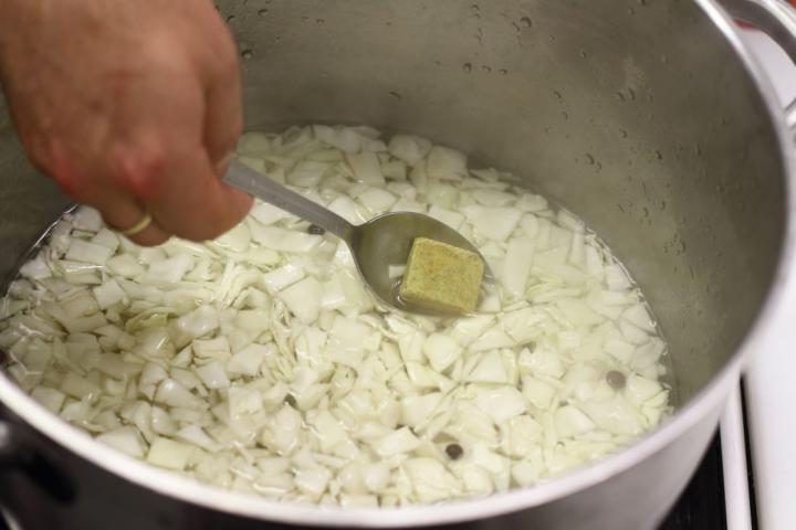 Vegetáriánus bigos elkészítés 2. lépés képe