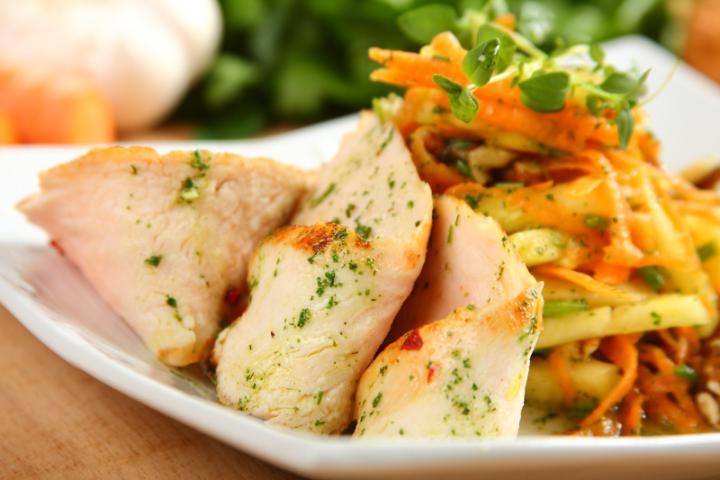 Ananászos csirke saláta elkészítés 5. lépés képe