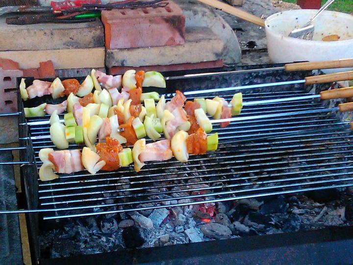 Zöldséges csirke nyárson elkészítés 3. lépés képe