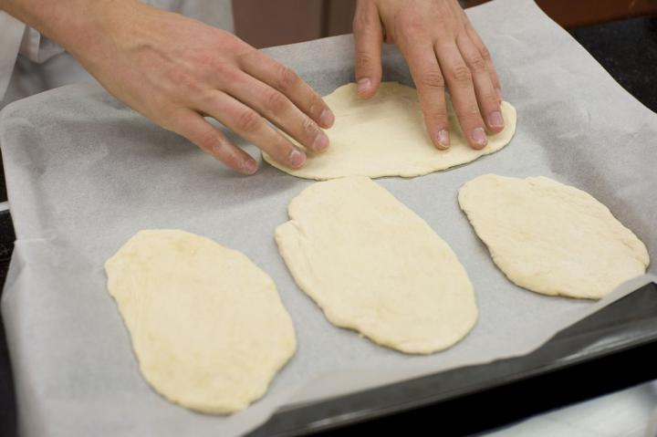 Zöldséges kenyérlángos elkészítés 2. lépés képe