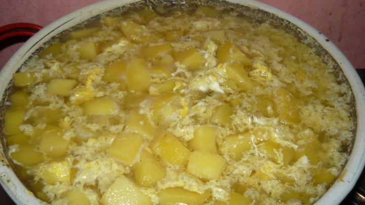 Burgonyafőzelék tojással elkészítés 3. lépés képe