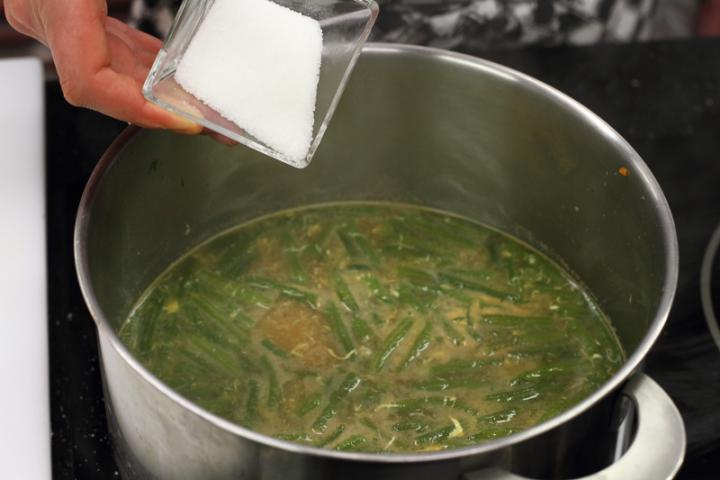Zöldbableves burgonyával elkészítés 5. lépés képe