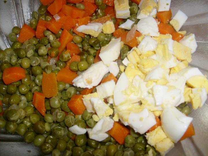 Tojásos saláta elkészítés 3. lépés képe