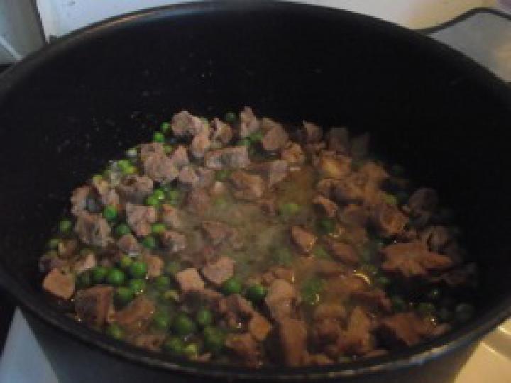 Pulyka brassói zöldborsóval elkészítés 4. lépés képe