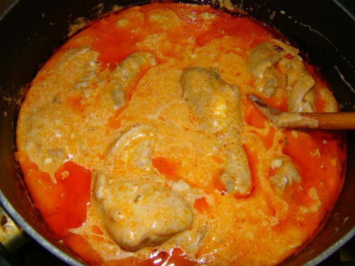 Tejfölös csirkepaprikás elkészítés 2. lépés képe