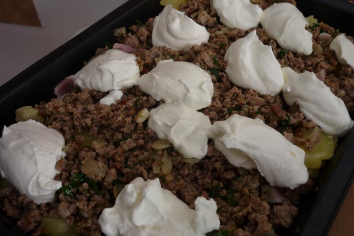 Húsos tepsis krumpli elkészítés 3. lépés képe