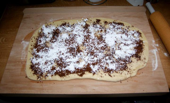 Ropogós kakaós csiga elkészítés 3. lépés képe
