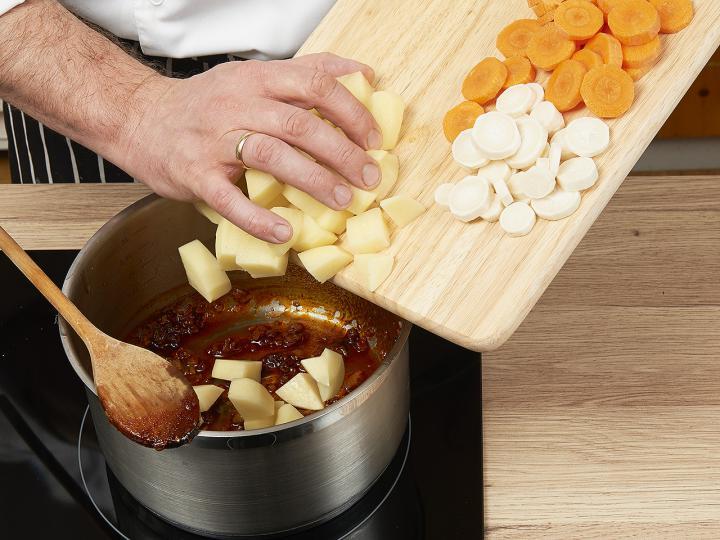 Krumplileves elkészítés 2. lépés képe