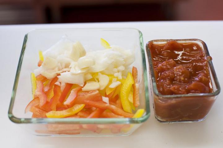 Csirkés paella elkészítés 1. lépés képe