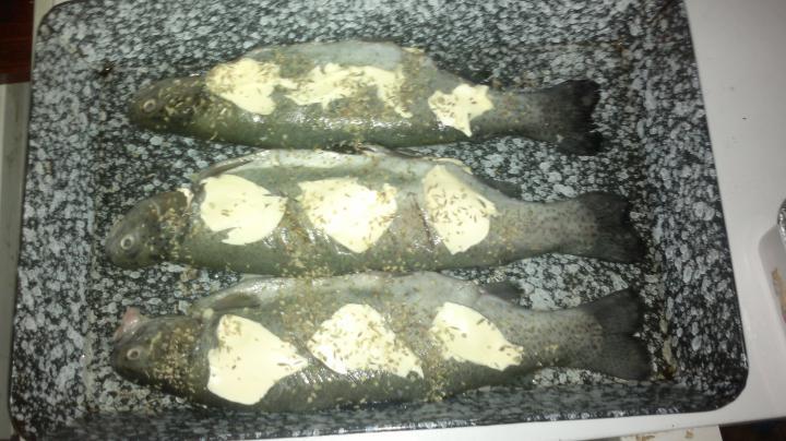 Zöldséges-fokhagymás pisztráng elkészítés 3. lépés képe