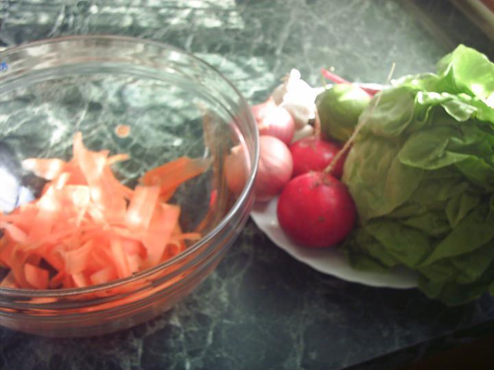 Fűszeres csirkedarabok bécsiesen, pikáns salátával elkészítés 3. lépés képe