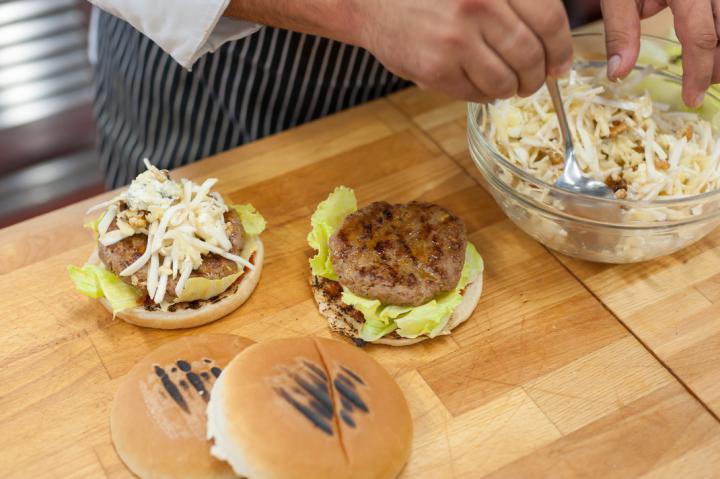 Zöldséges pulyka burger elkészítés 5. lépés képe