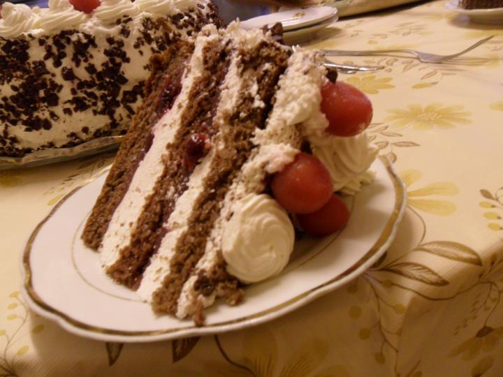 Feketeerdő torta elkészítés 9. lépés képe
