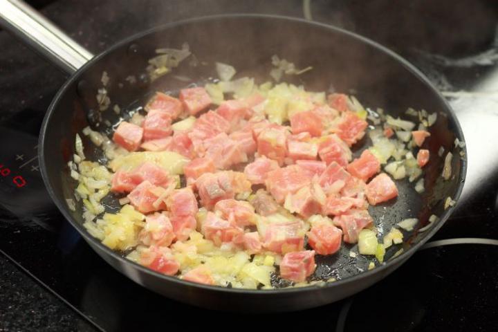 Tagliatelle con salmone (Lazacos tagliatelle) elkészítés 2. lépés képe