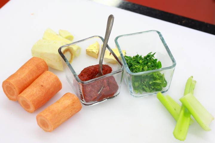 Paradicsom krémleves tésztával elkészítés 1. lépés képe