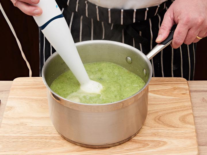 Brokkoli krémleves elkészítés 5. lépés képe