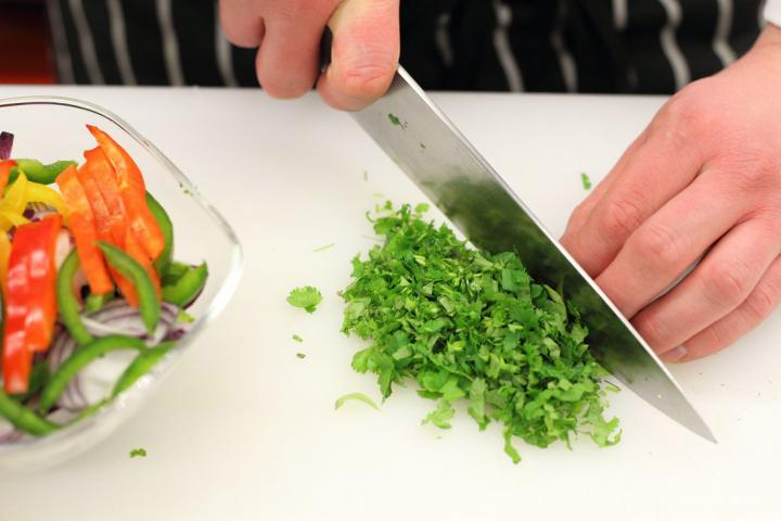Tortilla tekercsek paprikával töltve elkészítés 1. lépés képe