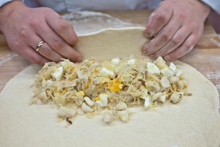 Tésztában sült tőkehal káposztával (kulebiak) elkészítés 6. lépés képe