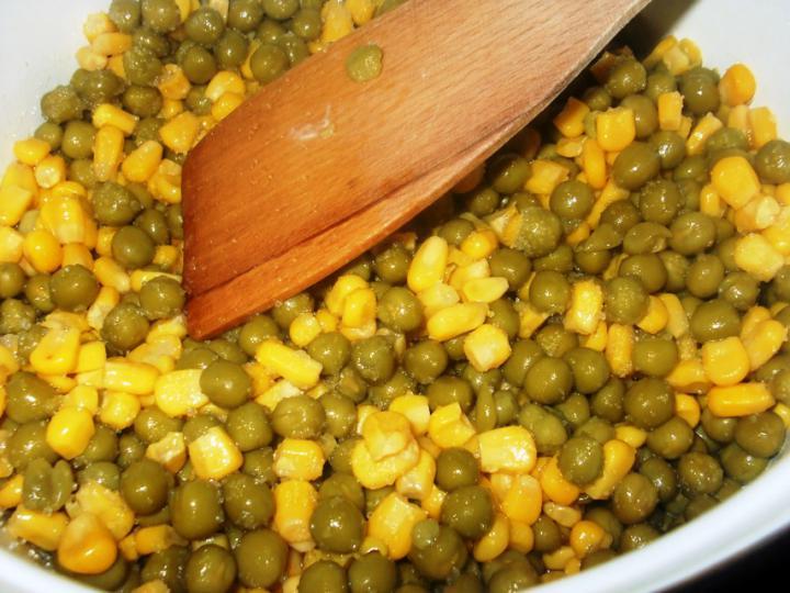 Édes kukoricás zöldborsófőzelék elkészítés 1. lépés képe