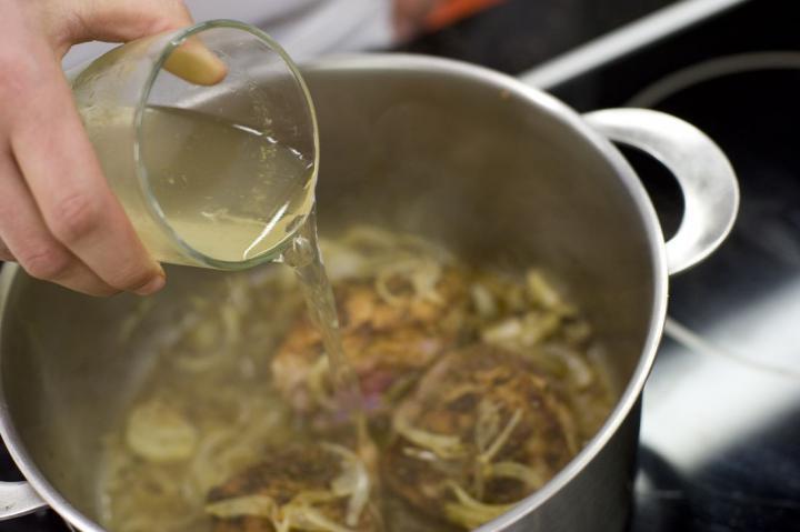 Fűszeres, hagymás oldalas elkészítés 4. lépés képe