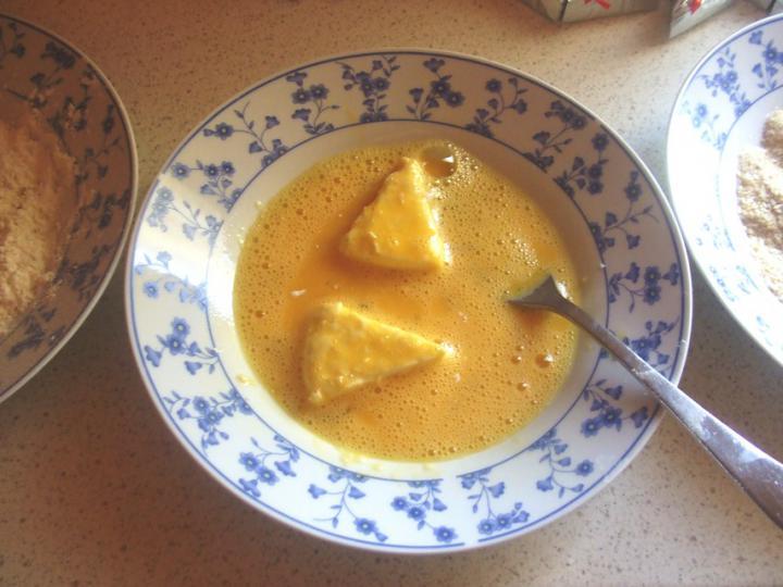 Fűszeres rántott sajt elkészítés 2. lépés képe