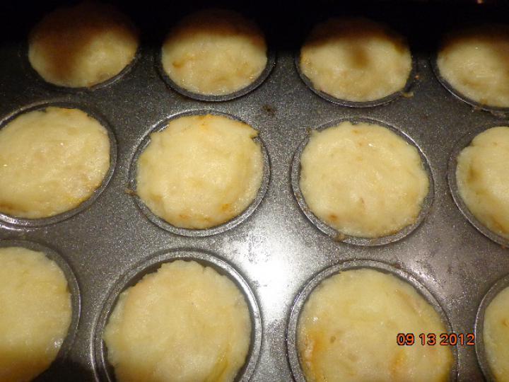 Hagymás-burgonyás muffin velővel töltve elkészítés 2. lépés képe
