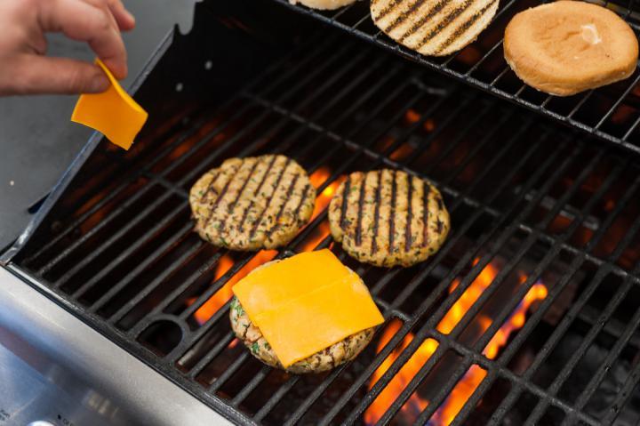 Szaftos pulyka sajtburger elkészítés 3. lépés képe