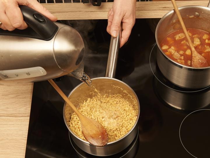 Tarhonyás hús elkészítés 3. lépés képe