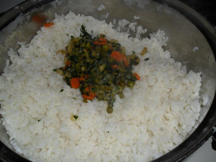 Zöldséges rizs elkészítés 5. lépés képe