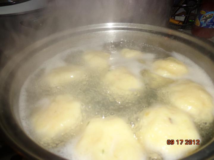 Szalontüdő zsemle-és burgonya gombóccal elkészítés 6. lépés képe
