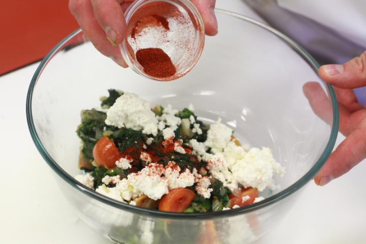 Spenótos palacsinta feta sajttal elkészítés 4. lépés képe