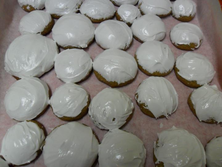 Mézes puszedli fehér mázzal elkészítés 6. lépés képe