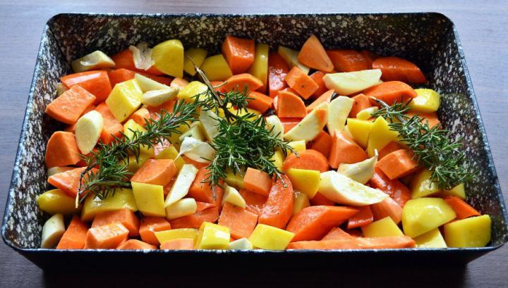 Sült csirkecomb vele sült zöldségekkel elkészítés 2. lépés képe