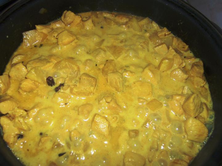 Currys-ananászos csirke tojásos rizzsel elkészítés 2. lépés képe