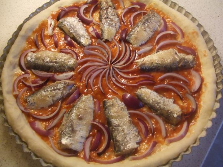 Szardíniás pizza elkészítés 4. lépés képe