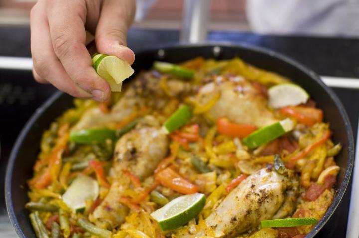 Csirkés paella elkészítés 5. lépés képe