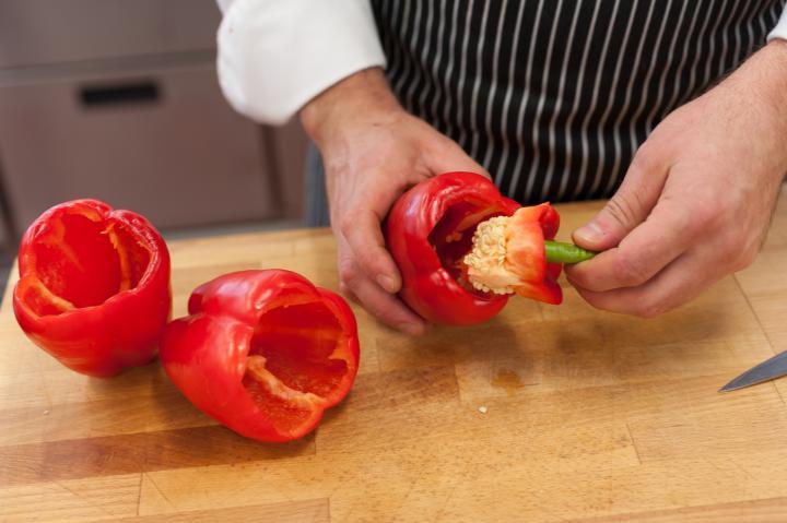 Rákkal és rizzsel töltött paprika elkészítés 1. lépés képe